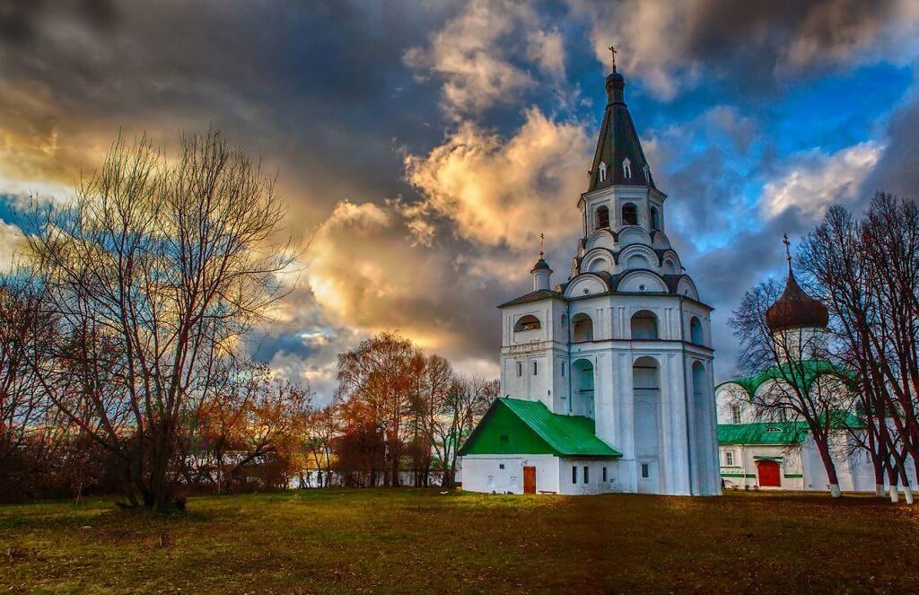 Распятская церковь-колокольня Интересная Россия