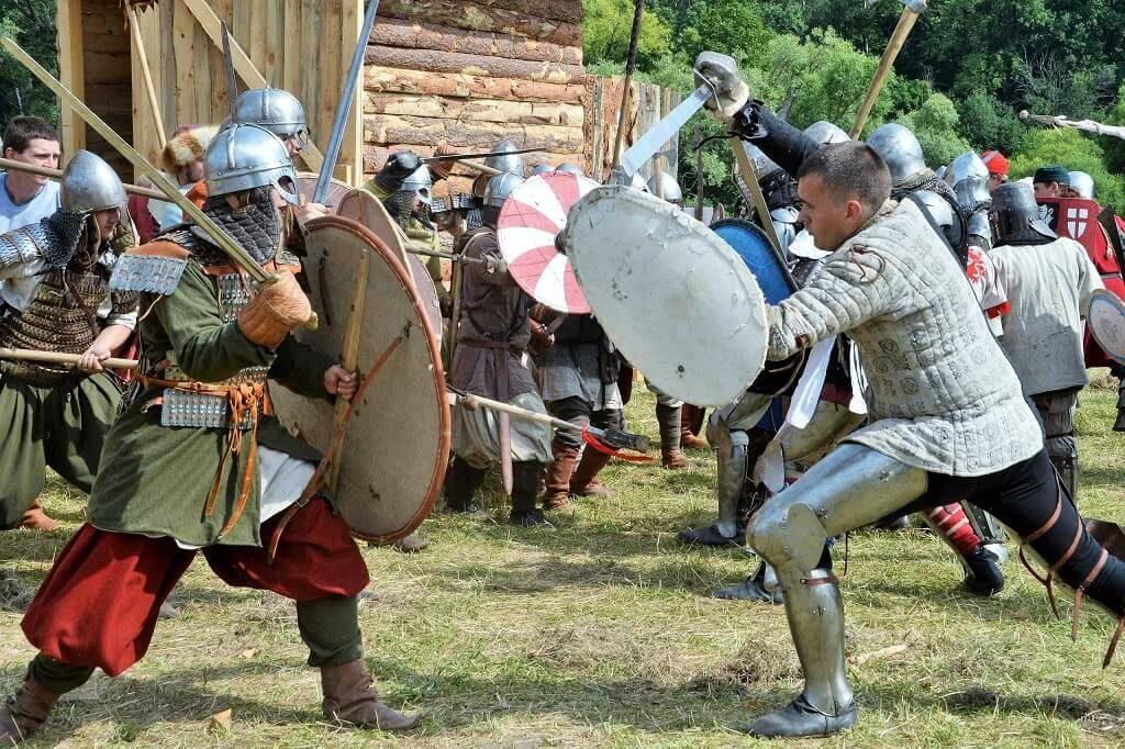 Рыцарский турнир на фестивале исторических реконструкций