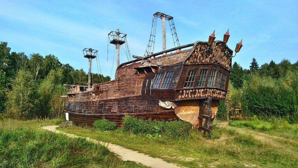 пиратский корабль в киногородке