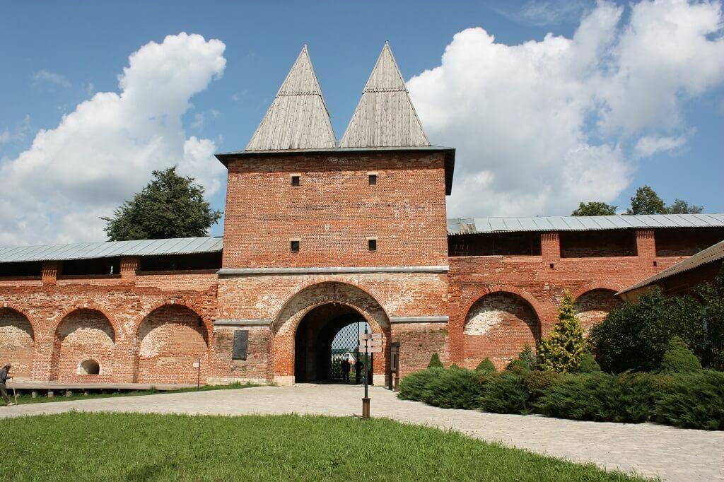ворота и башня зарайского кремля