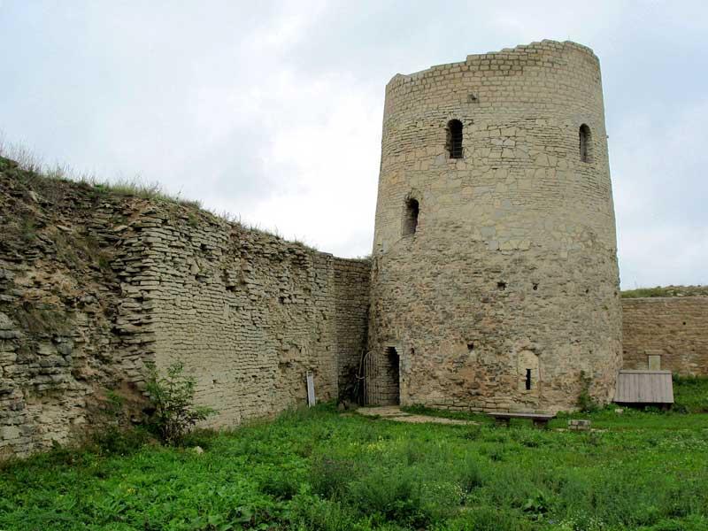 башня луковка изборской крепости