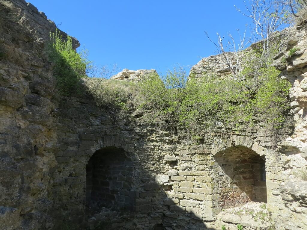 бойницы в башнях крепости копорье