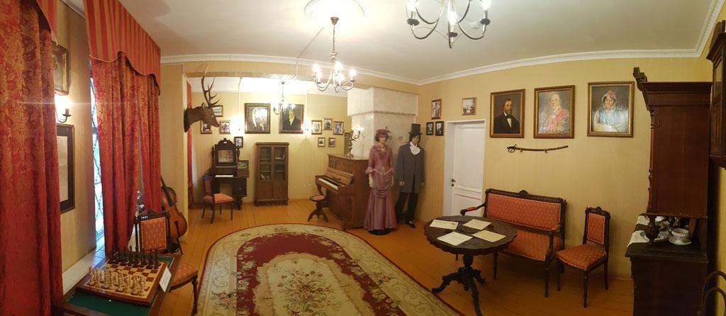 экспозиция музея в усадьбе танеевых