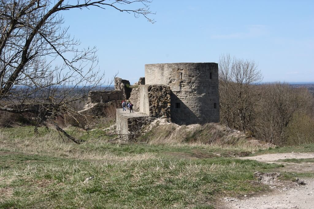 наугольная башня крепости копорье