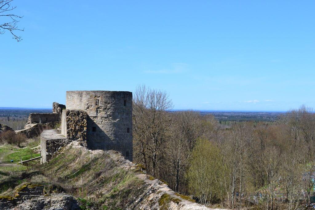 средняя башня крепости копорье