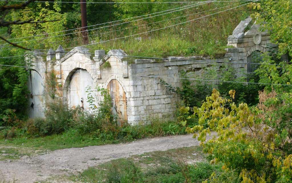 руины старинных кузниц в старице