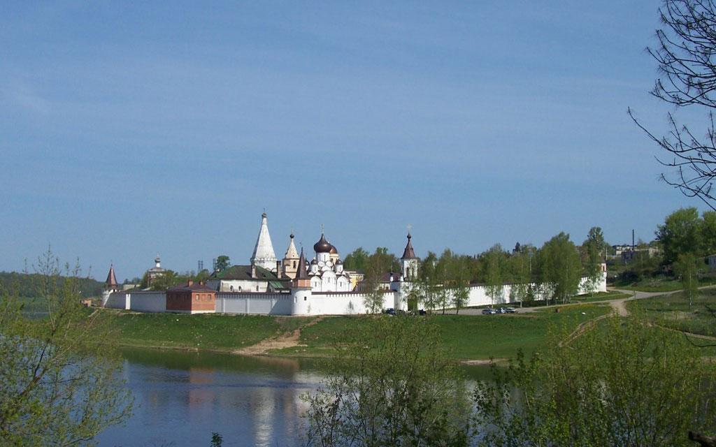 Вид на Свято-Успенский монастырь старица