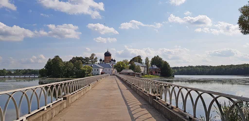 мост ведущий к введенскому островному монастырю