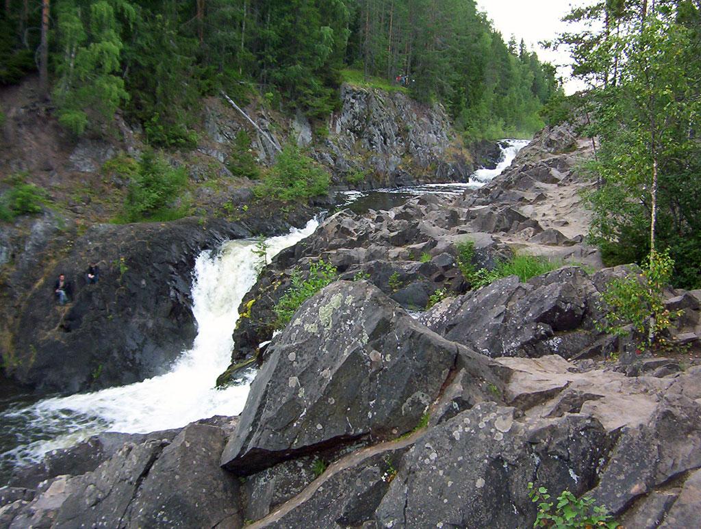 нижний уступ водопада кивач
